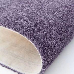 Mocheta pufoasa magenta inchis pentru dormitor Lily WFB 86 Balta