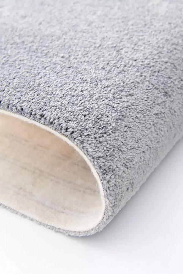 Mocheta pufoasa gri pepit pentru dormitor Lily WFB 95 Balta