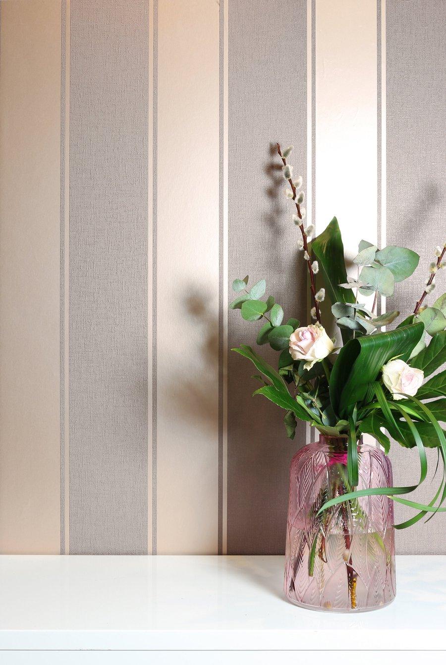 Tapet cu dungi late metalice Luxe Stripe Dusky Rose